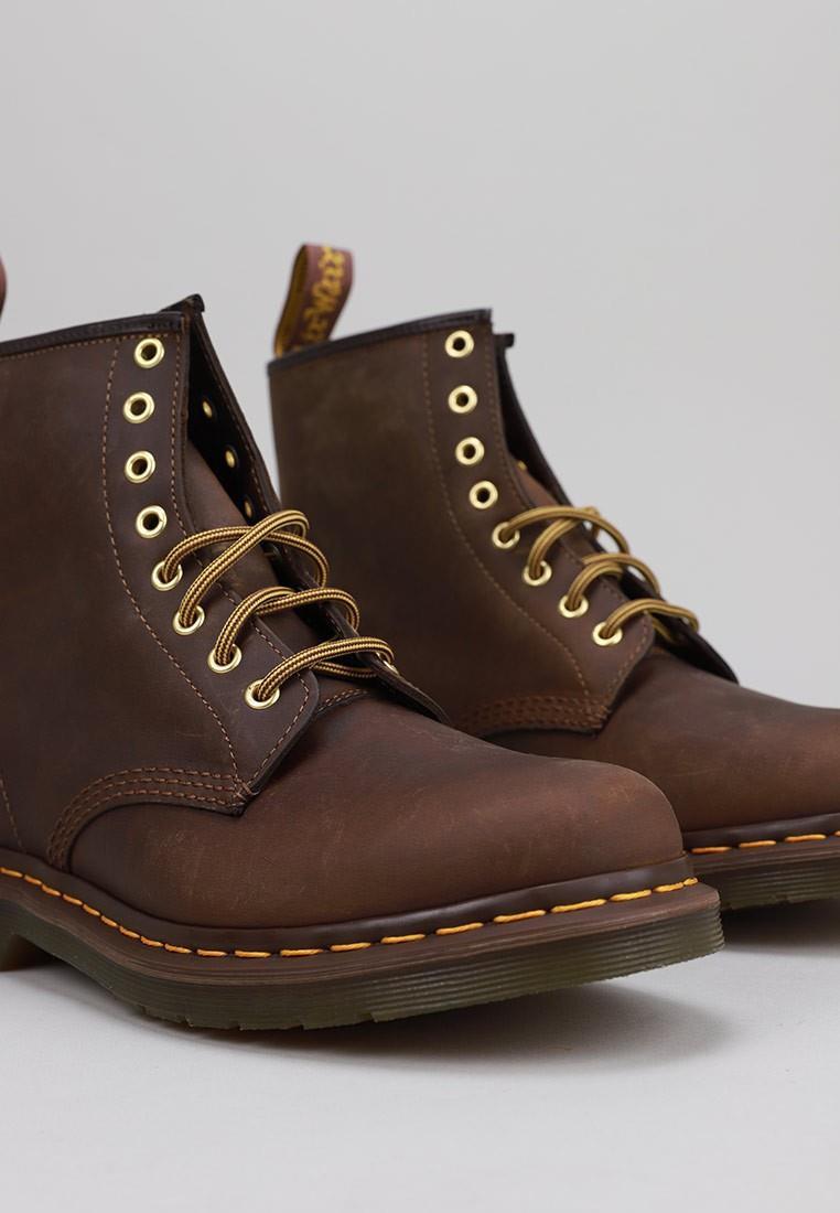 dr-martens-1460-crazy-marrón