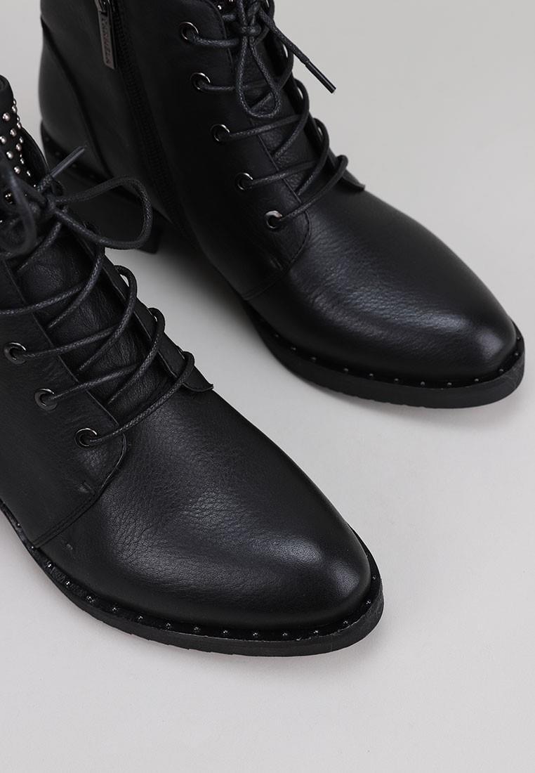 carmela-066968-negro