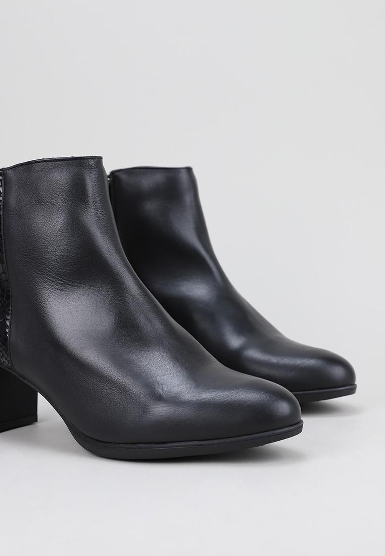 sandra-fontán-clasic-negro