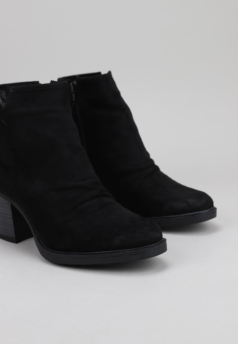 isteria-9227-negro