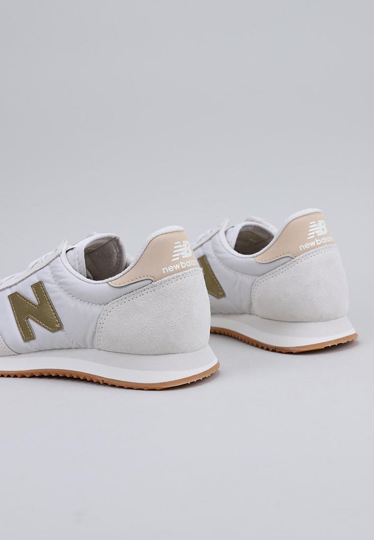 zapatos-de-mujer-new-balance-blanco