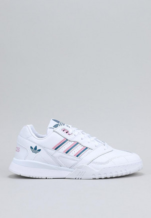A.R.TRAINER W