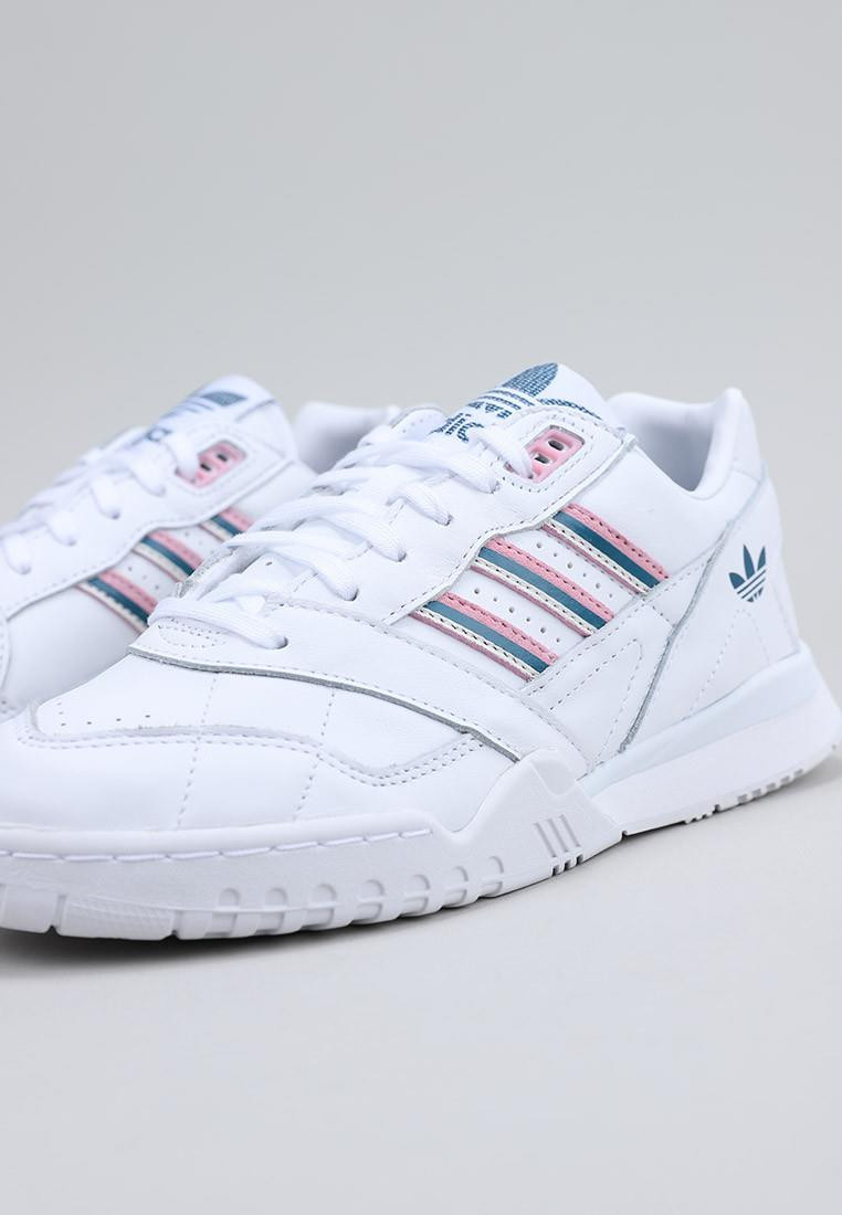 A.R. TRAINER W