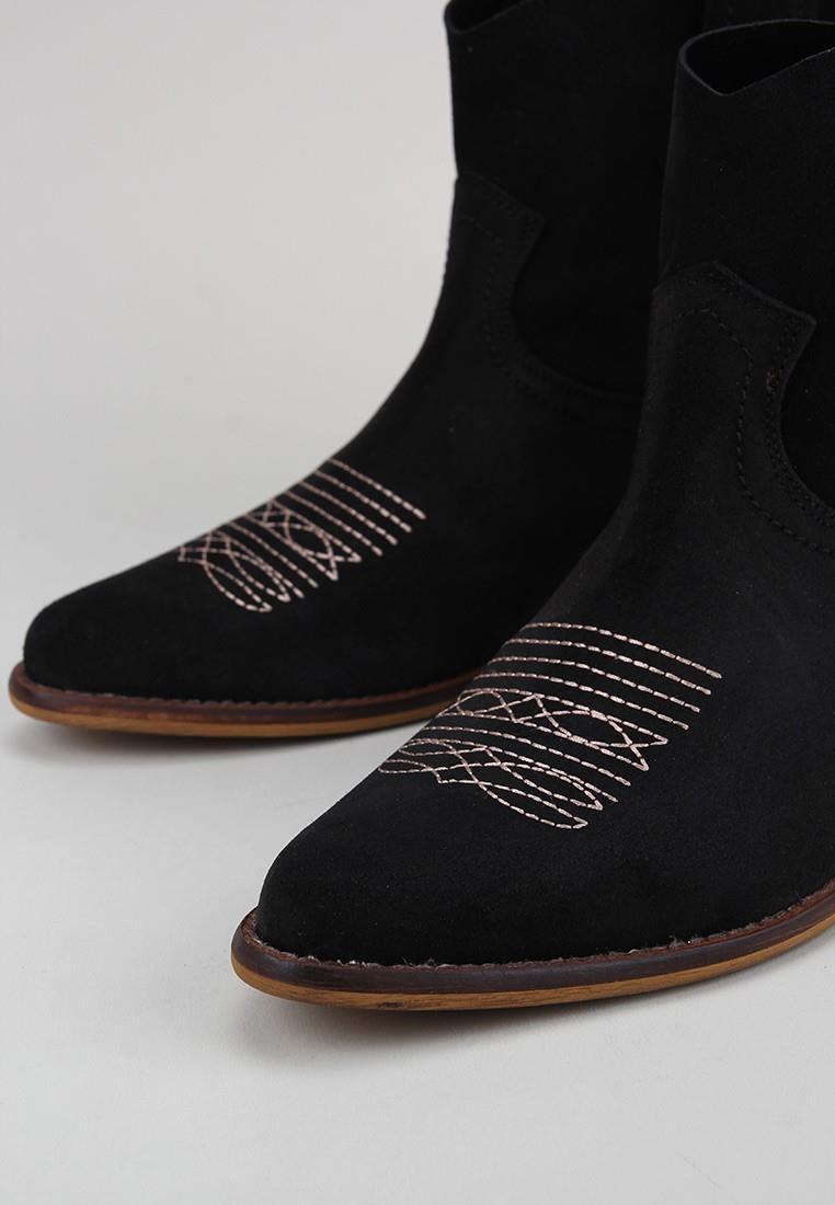 bryan-caliope-bordado-negro