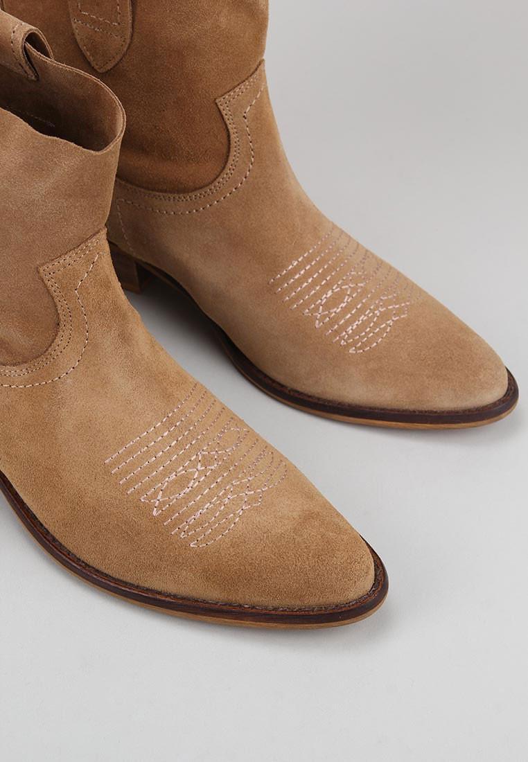 bryan-stepwise-caliope-bordado-camel