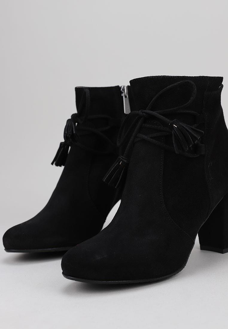 sandra-fontán-2051-negro