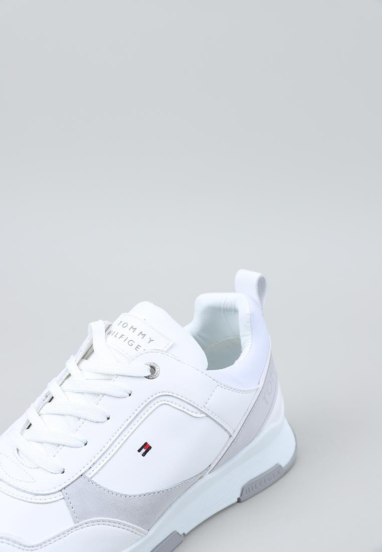 SPORTY CHUNKY LEATHER SNEAKER