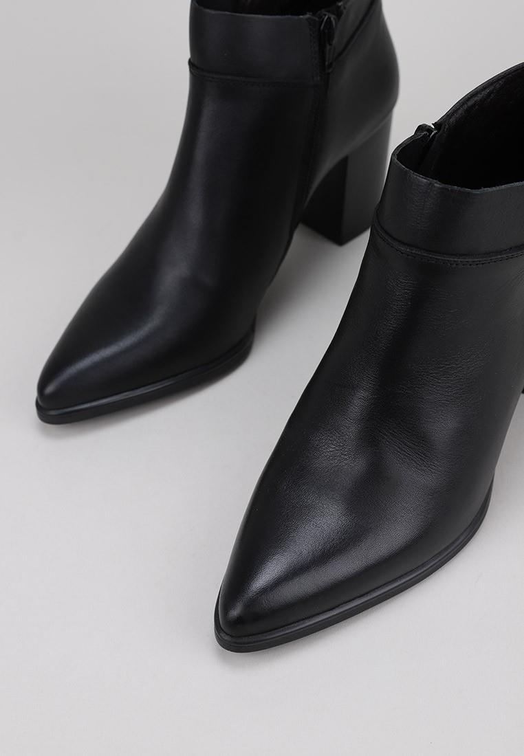 sandra-fontán-aris-negro