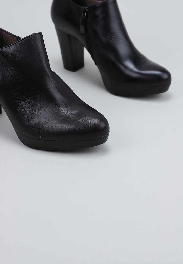 sandra-fontán-russia-negro