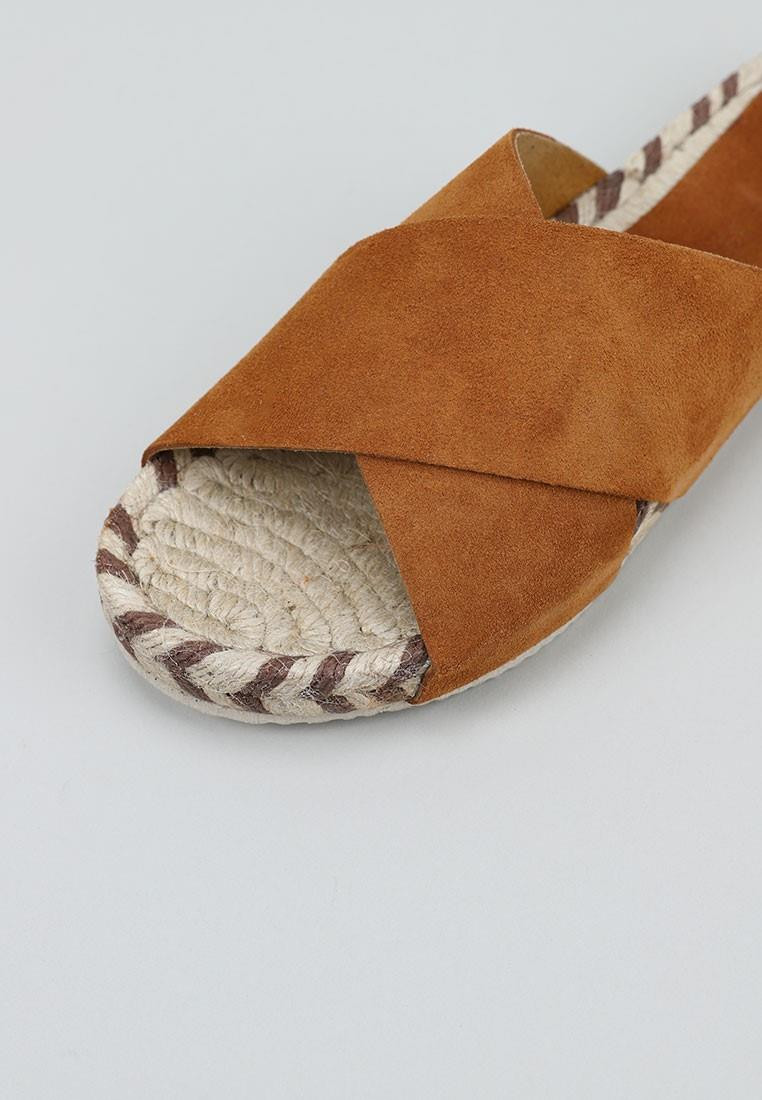 senses-&-shoes-piley-camel