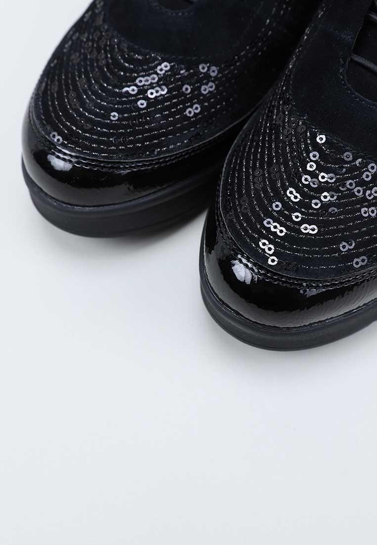stonefly-214528-negro