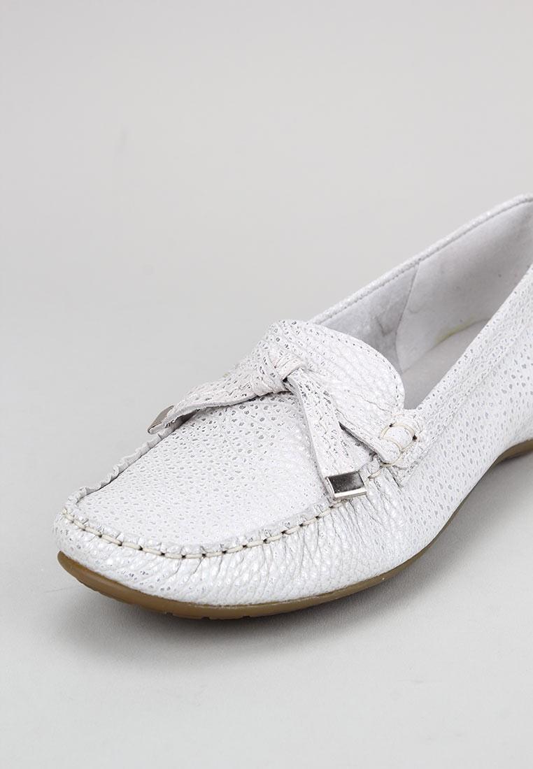 callaghan-12022-blanco