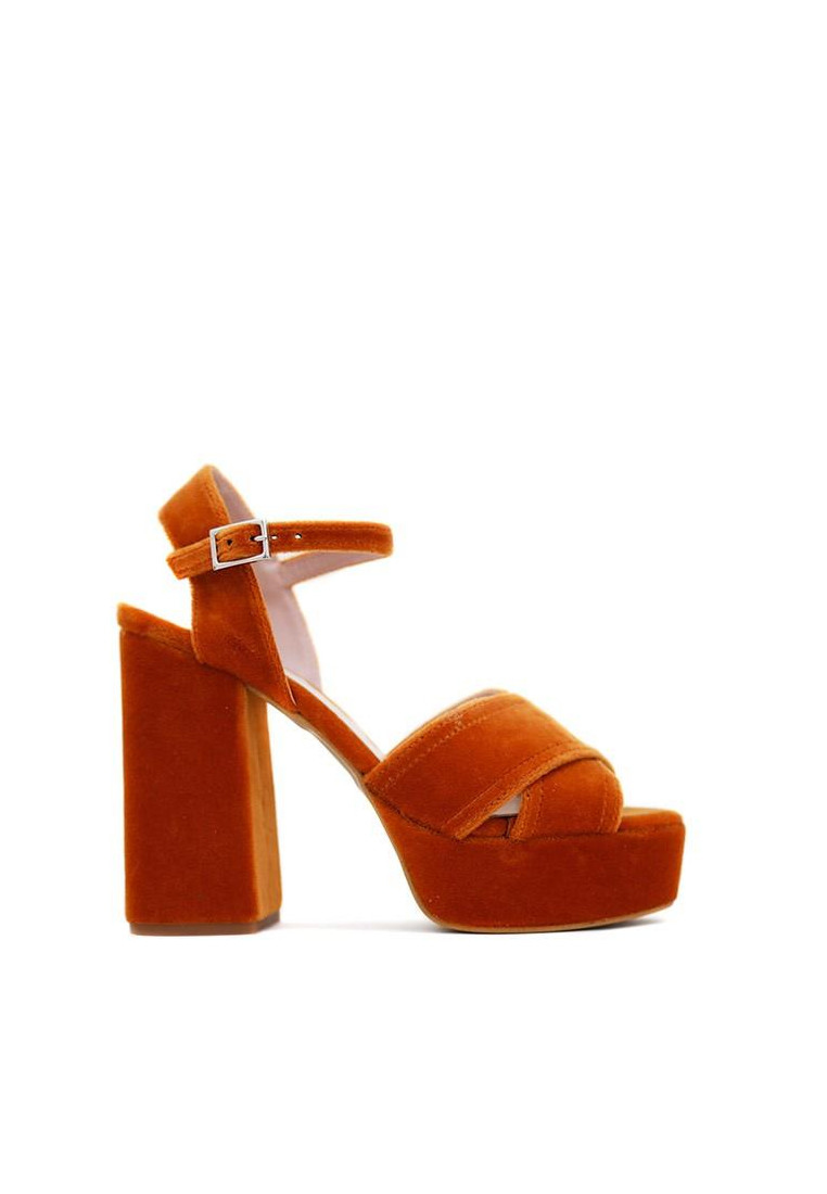 zapatos-de-mujer-krack-core-by-sara-baceiredo-mostaza