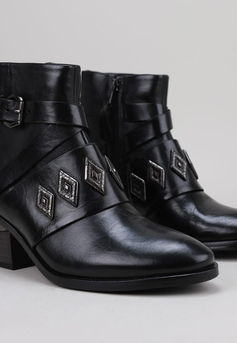 mjus-622201-negro