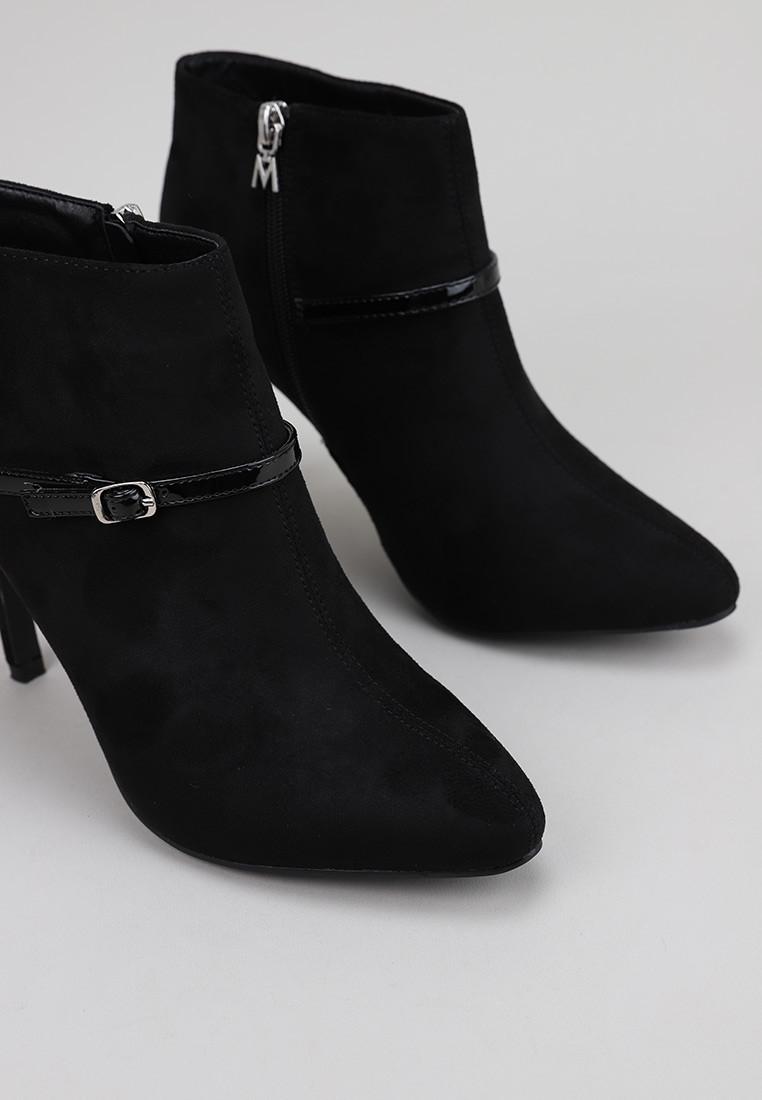 maria-mare-62488-negro